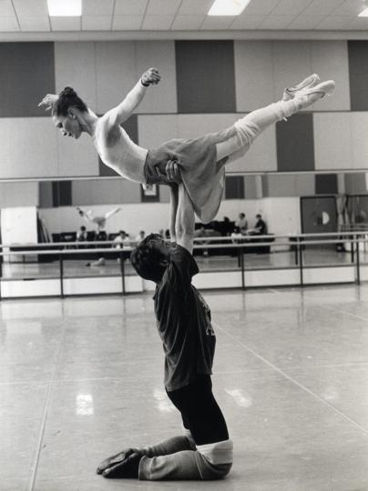 1992 - Kenneth MacMillan stages a re-designed version of his Romeo and Juliet for the Company - Photo Bill Cooper